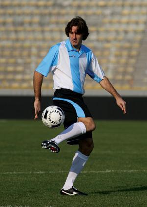 У вас можно купить футбольную форму больших или маленьких размеров?